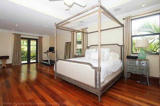 Shane Battier's coconut grove master bedroom