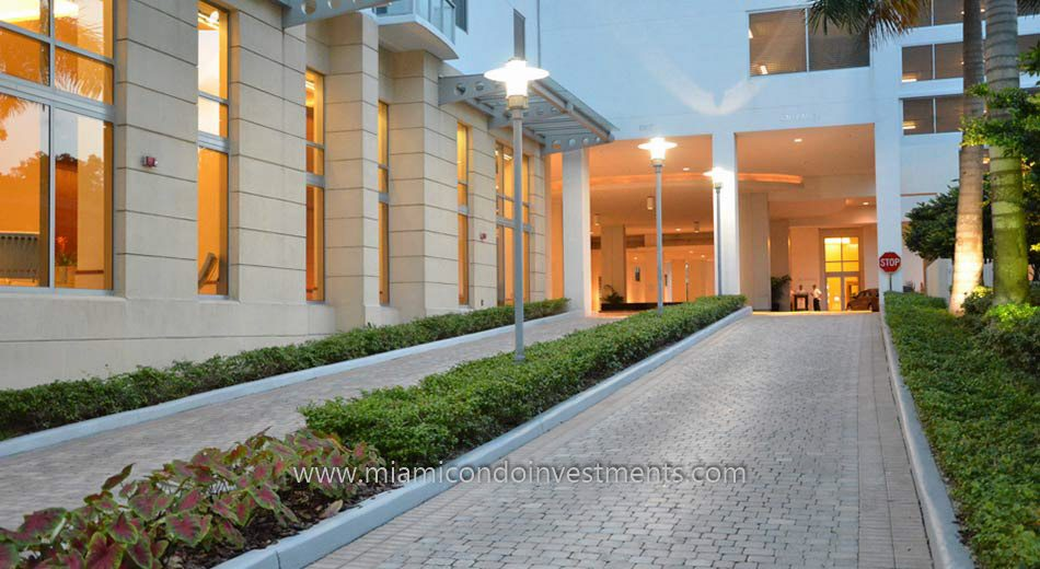 driveway to 1050 Brickell