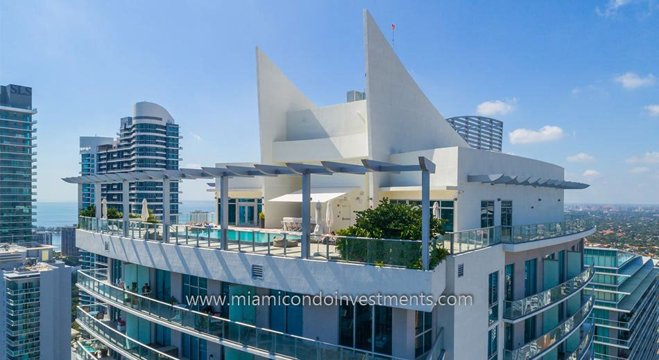 1100 Millecento rooftop amenity deck
