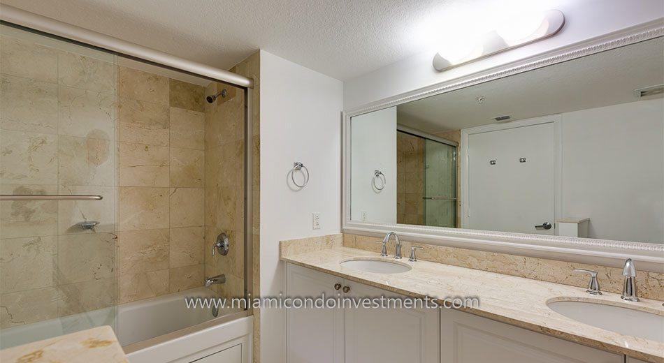 1800 Club condo master bath