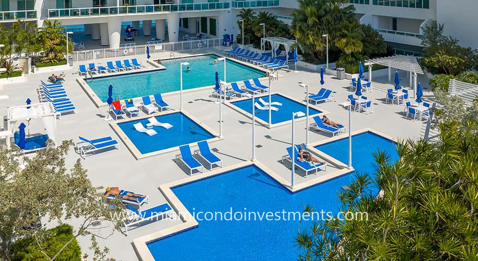 pool deck at 1800 Club