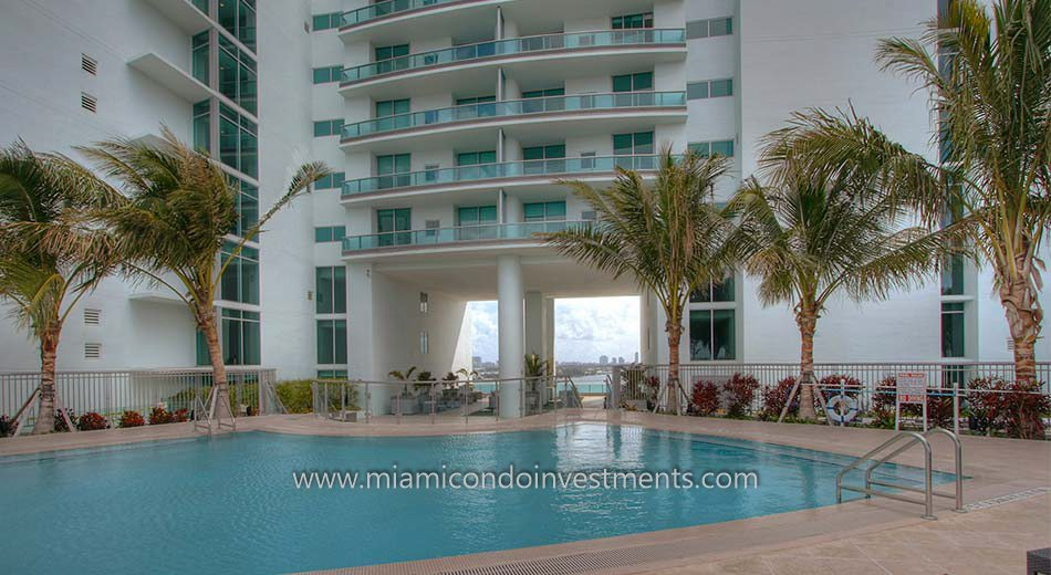 900 Biscayne Bay condos resort-style pool