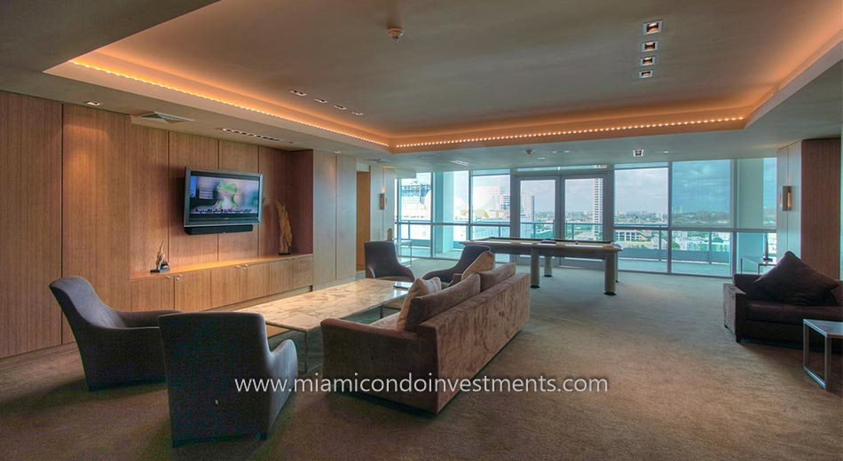club room at 900 Biscayne Bay