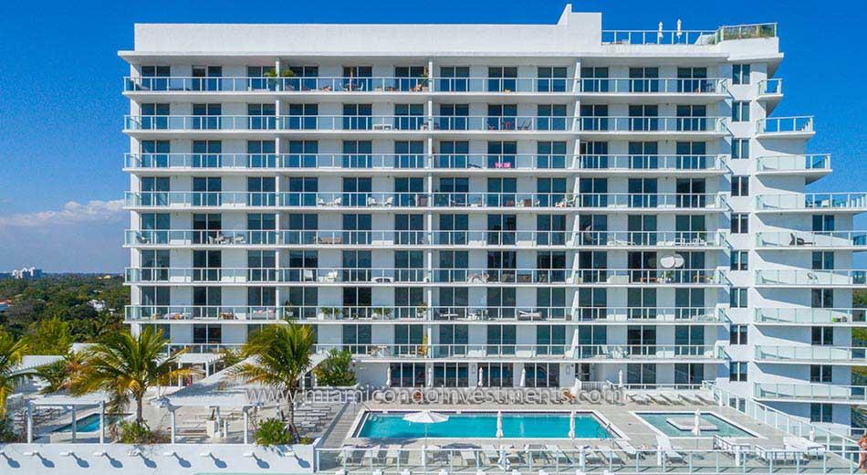 Baltus House condominiums pool deck