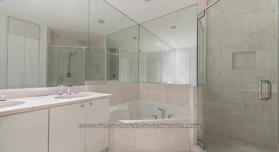 Carbonell condos master bathroom