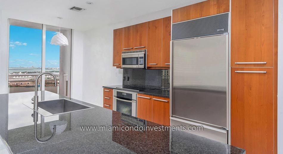 Carbonell condo kitchen
