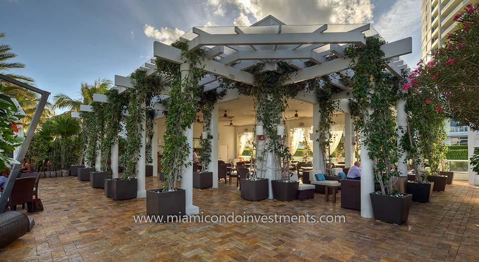 restaurant at Continuum South Beach