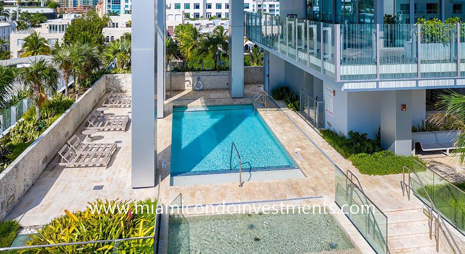infinity-edge pool at Glass Miami Beach