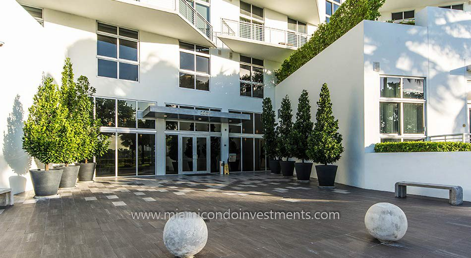 Meridian lofts condos south beach entrance