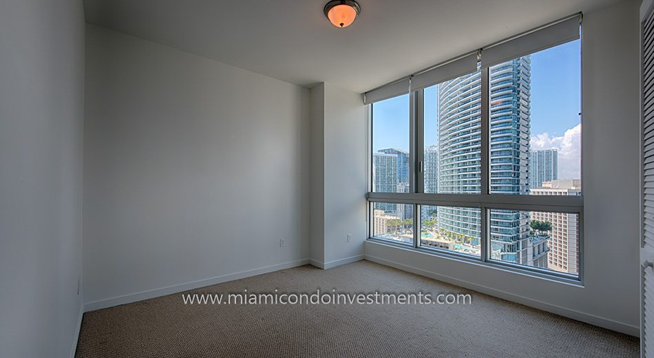 Met 1 downtown miami condos