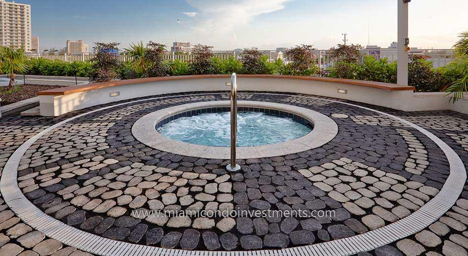 Paramount Bay miami condos hot tub