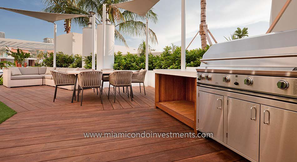 miami condos barbecue area