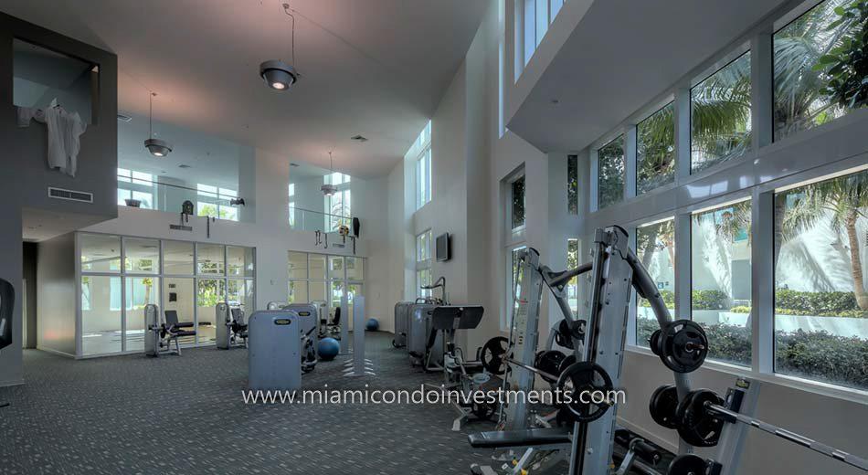 Quantum on the Bay condo gym