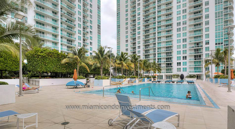 The Plaza on Brickell east tower pool