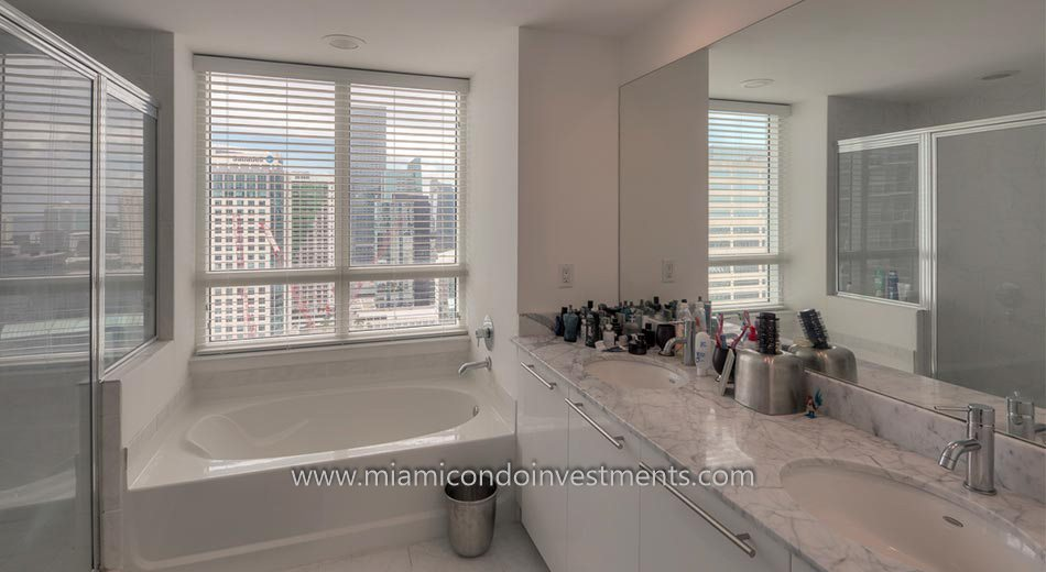 The Plaza on Brickell east tower condo bath
