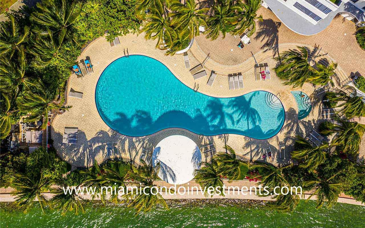 bayfront pool at Waverly South Beach