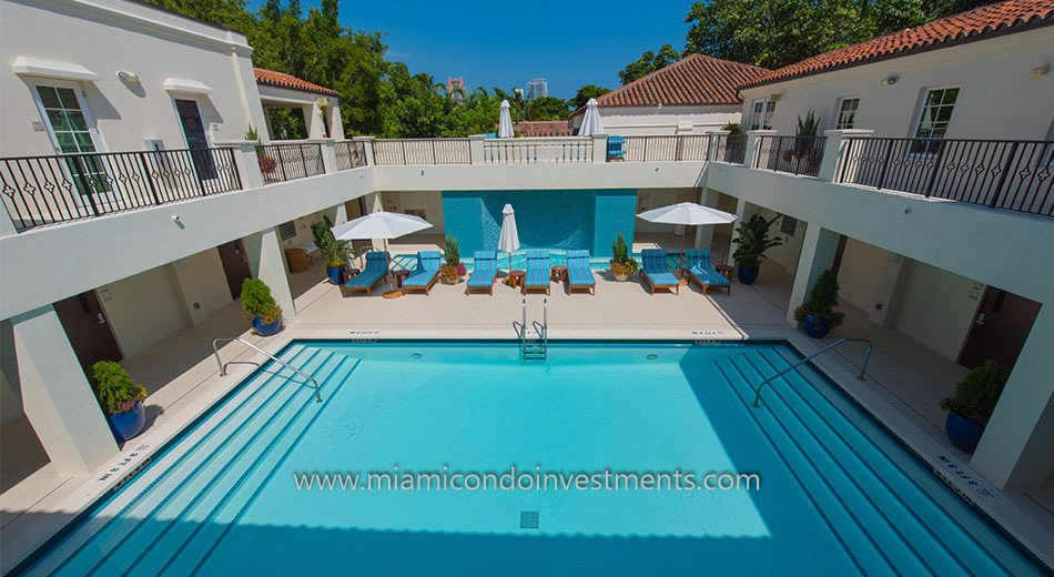 Courtyard pool at the Fisher Island Spa Internaziole
