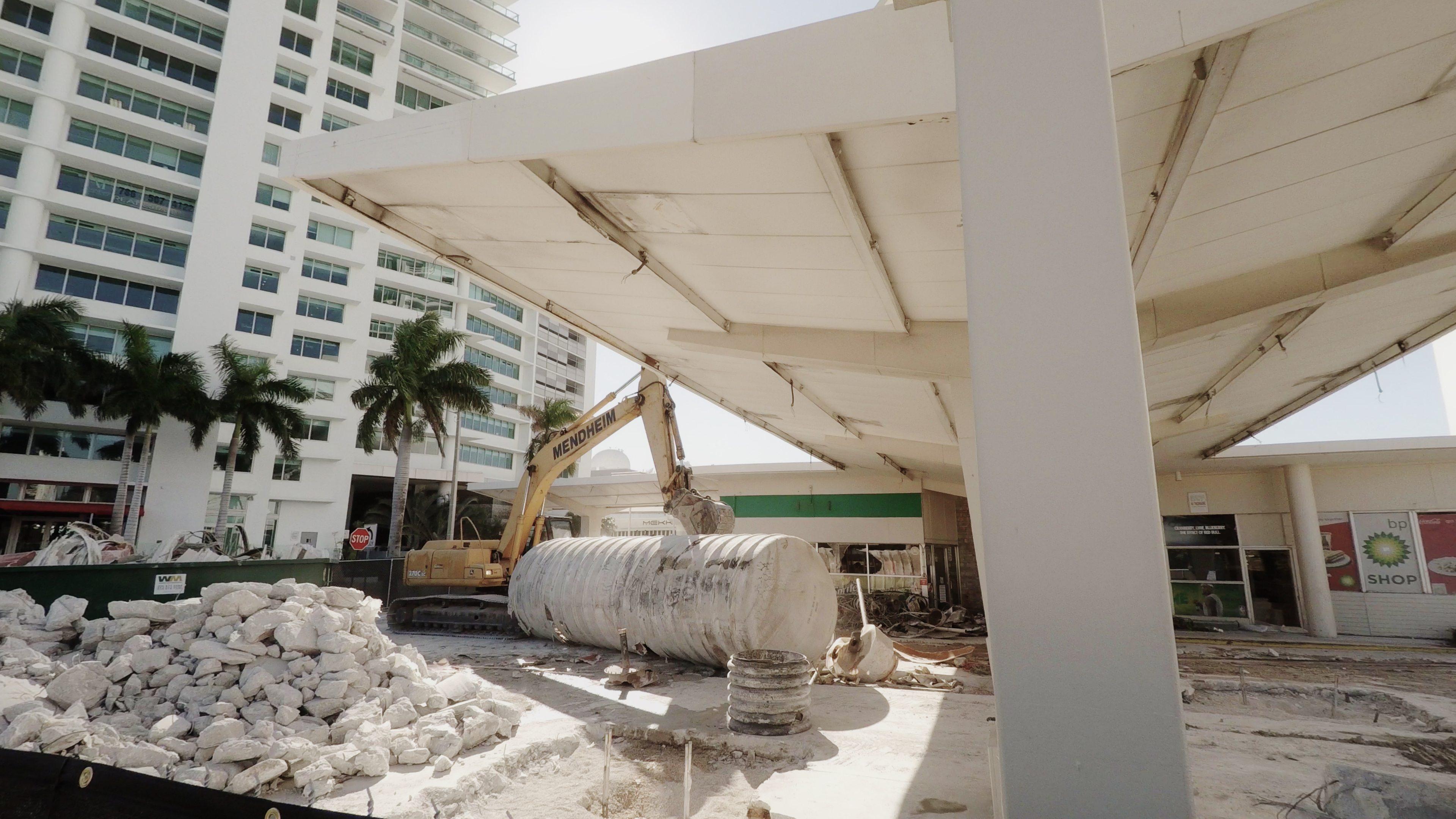 Demolition of BP gas station at 1000 Biscayne Blvd
