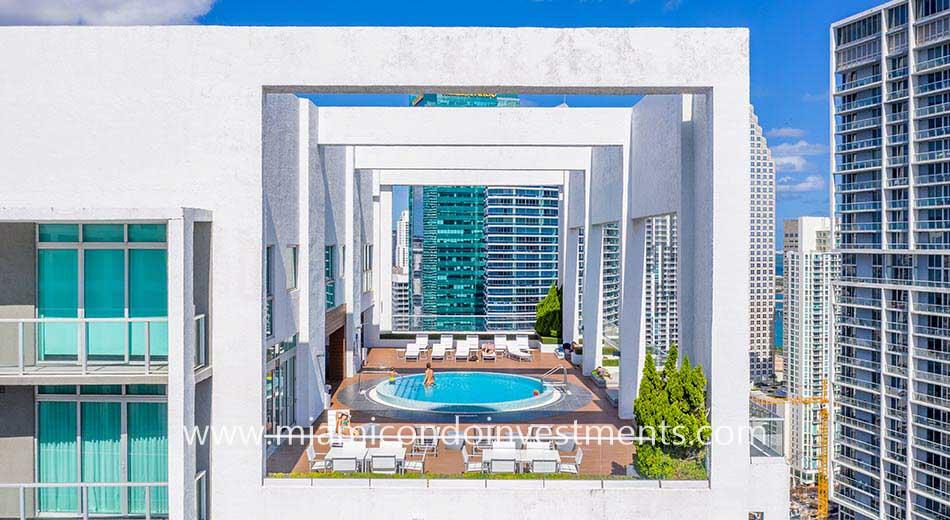 500 Brickell East rooftop pool deck