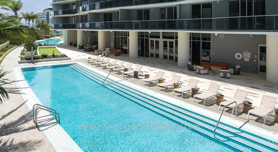 Aria on the Bay swimming pools