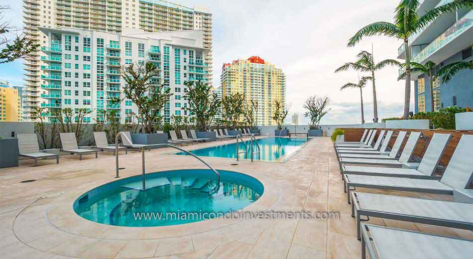 Brickell House hot tub and swimming pool