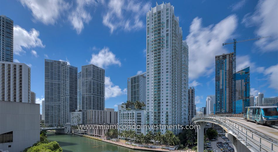 Brickell on the River North