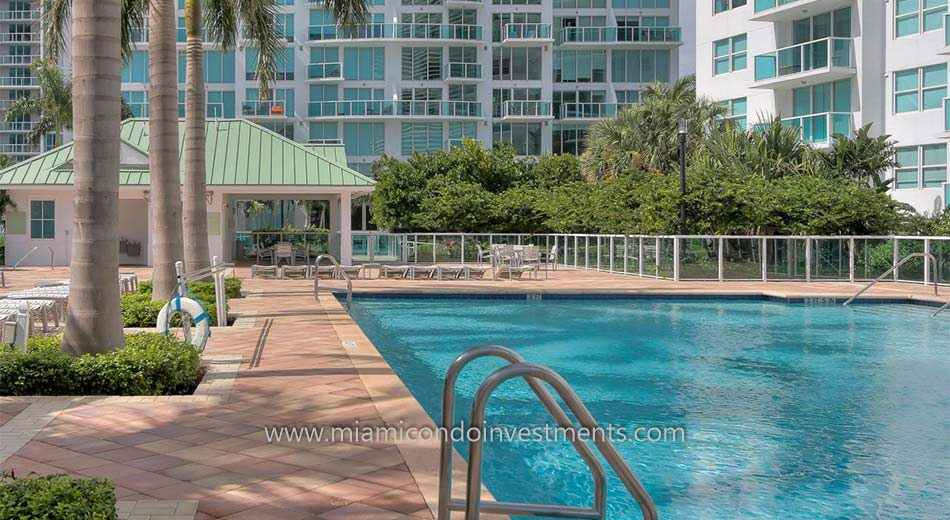 Brickell on the River North pool deck