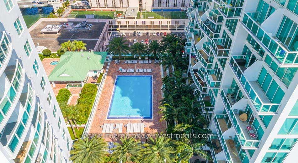 Brickell on the River South pool deck