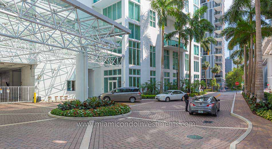 Brickell on the River South valet drop off