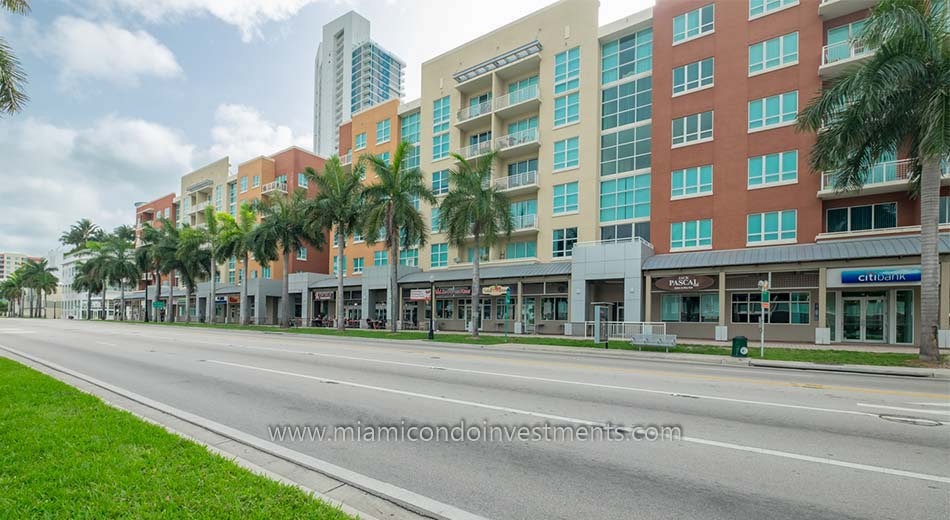 shops and restaurants at Cite on the Bay condos in Edgewater Miami