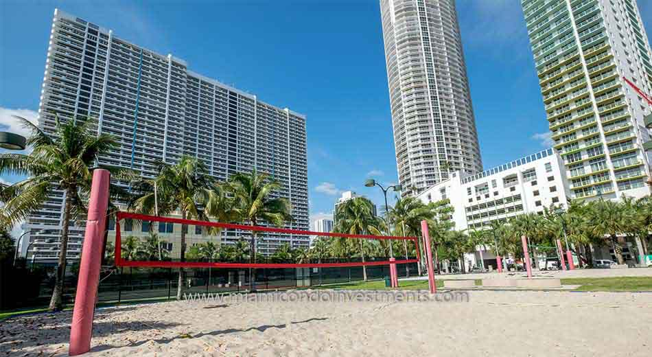 sand volleyball courts in Edgewater Miami