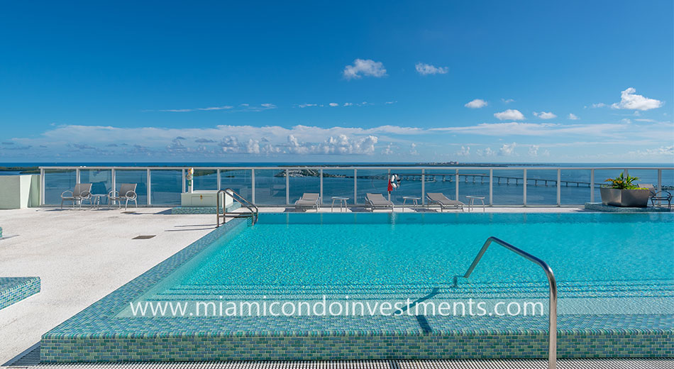 Emerald at Brickell rooftop pool