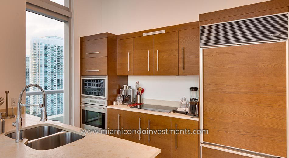 Icon Brickell tower 2 condo kitchen