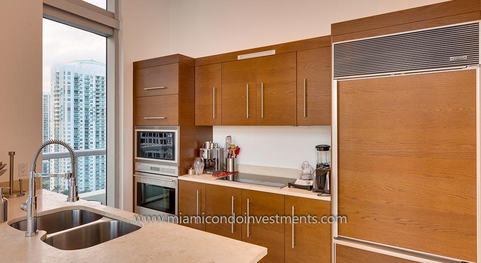 Icon Brickell tower 2 condo kitchen