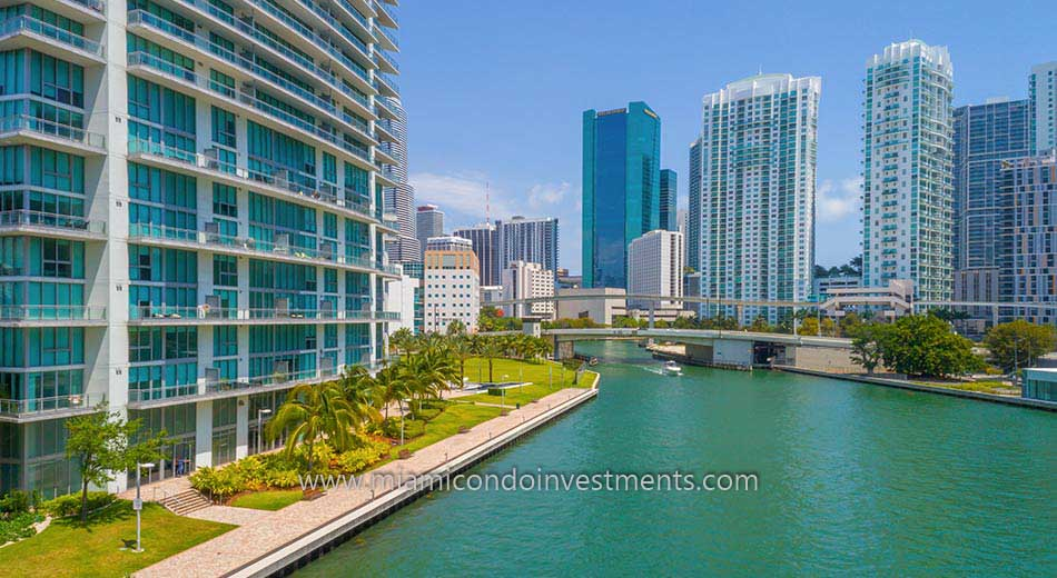 view up the Miami River from Mint Condos