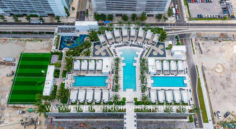 resort pool at Paramount Miami Worldcenter
