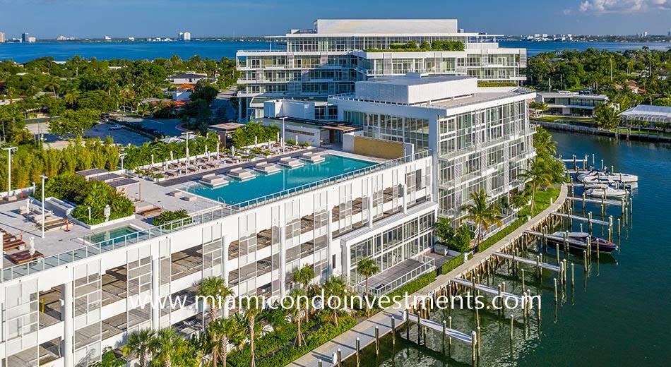 Ritz-Carlton Residences Miami Beach swimming pool