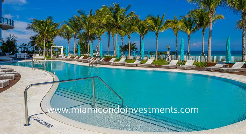 Ritz-Carlton Sunny Isles swimming pool