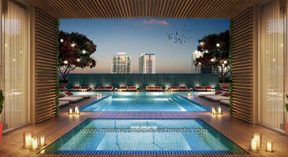 The Bond on Brickell pool and hot tub