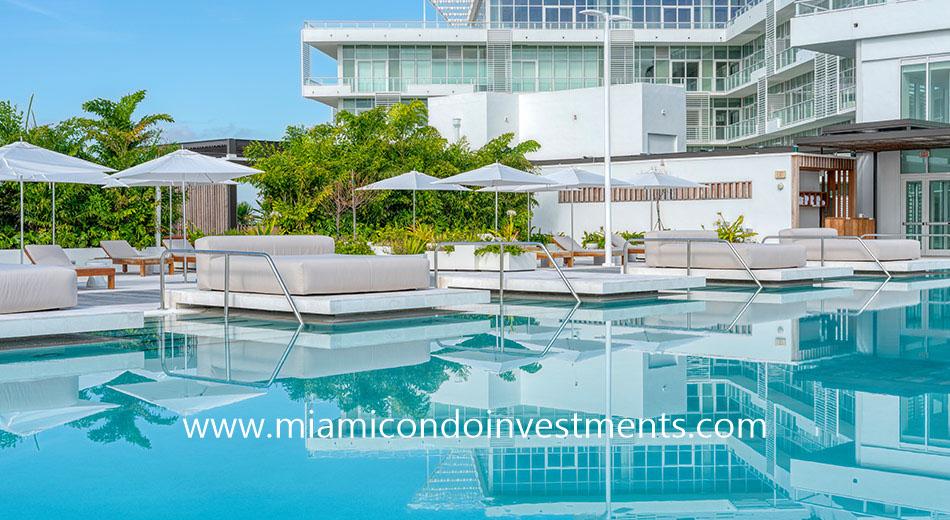 The Ritz-Carlton Residences Miami Beach swimming pool