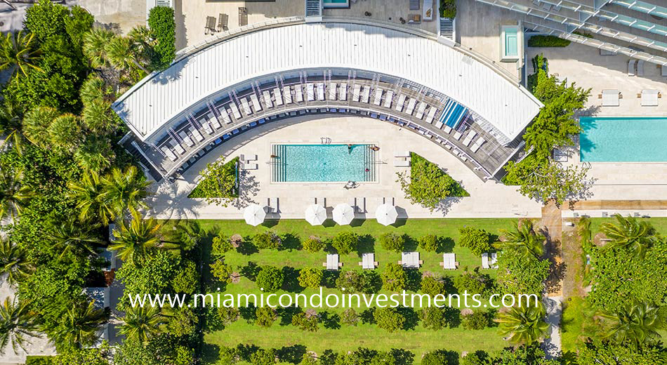 arial view of The Surf Club Four Seasons pool deck