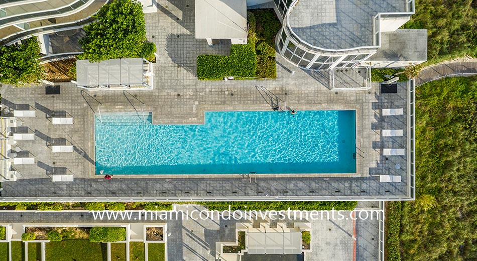 aerial view of the swimming pool at Trump Tower II