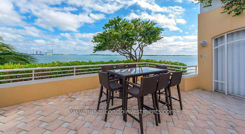 outdoor dining at Two Tequesta Point on Brickell Key