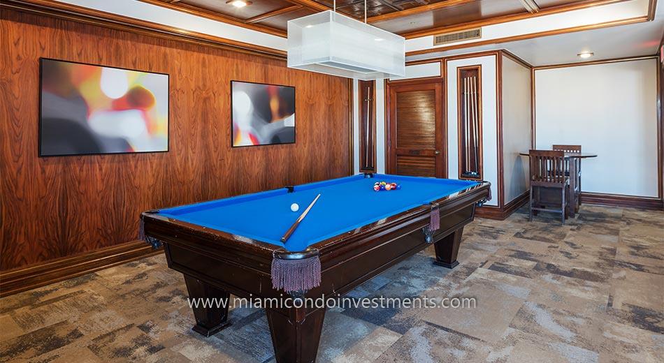 Villa Regina club room