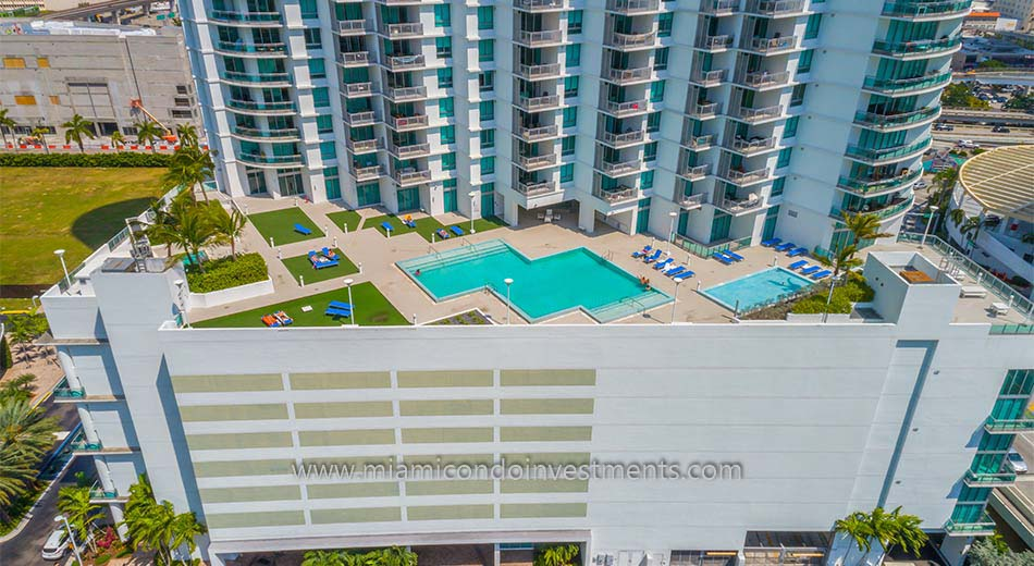 pool deck at Wind condos