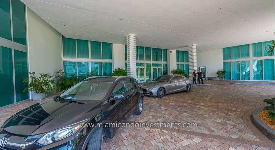 valet drop off for Wind condos