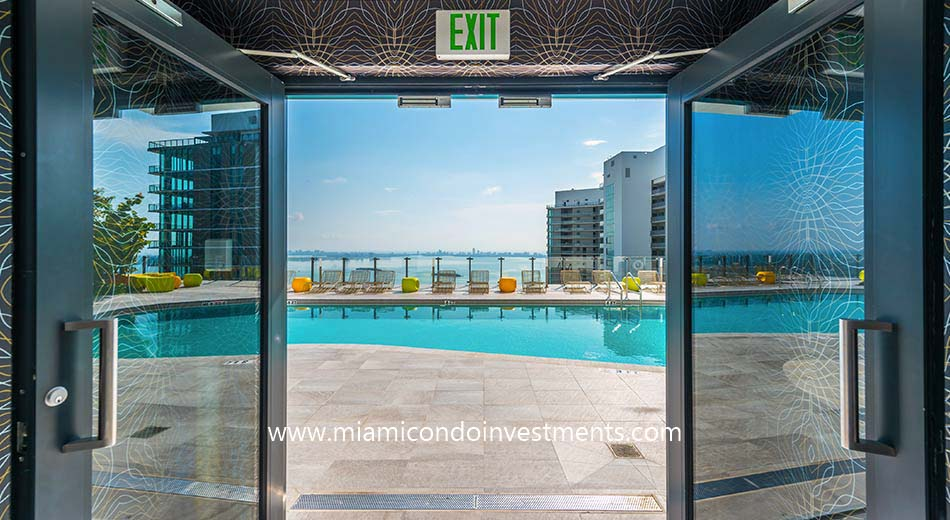 Paraiso Bayviews rooftop pool