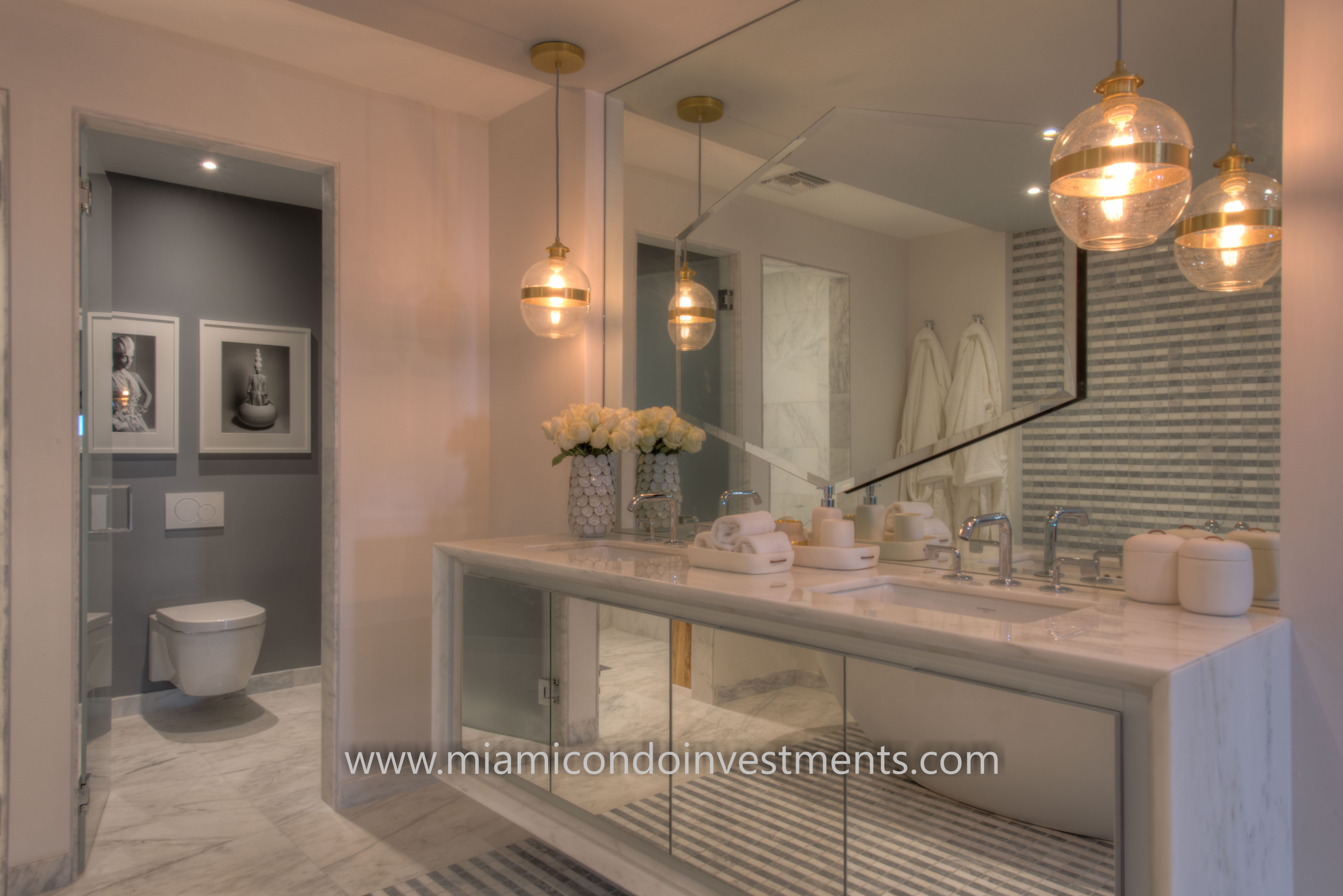 Elysee Miami master bathroom