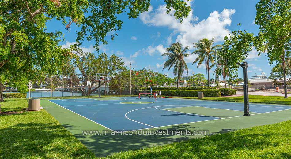 Basketball Court At Palm Island Park