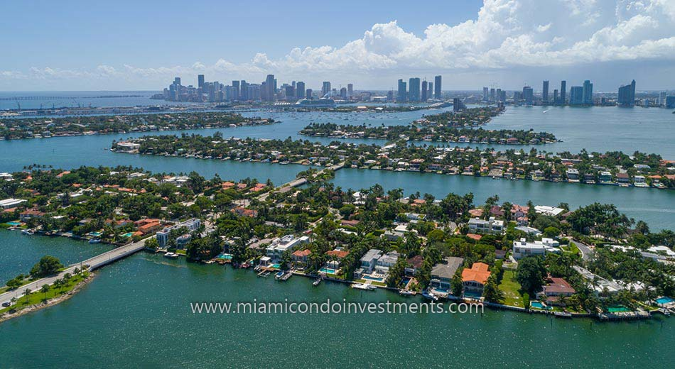waterfront homes on the Venetian Islands